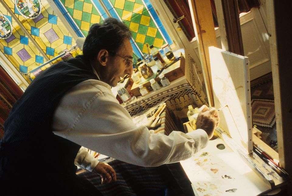 Luciano Viti via Getty Images Franco Battiato dipinge nella sua casa di Milo, Catania, nel 1991
